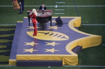 Lady Gaga sing the national anthem